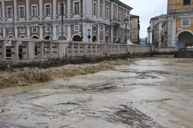 Ufficio Lavoro Senigallia : Alluvione senigallia confcommercio a sostegno delle imprese